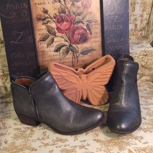 🍀Lucky Brand Boots size 8.5 🦋 I❤️offers!
